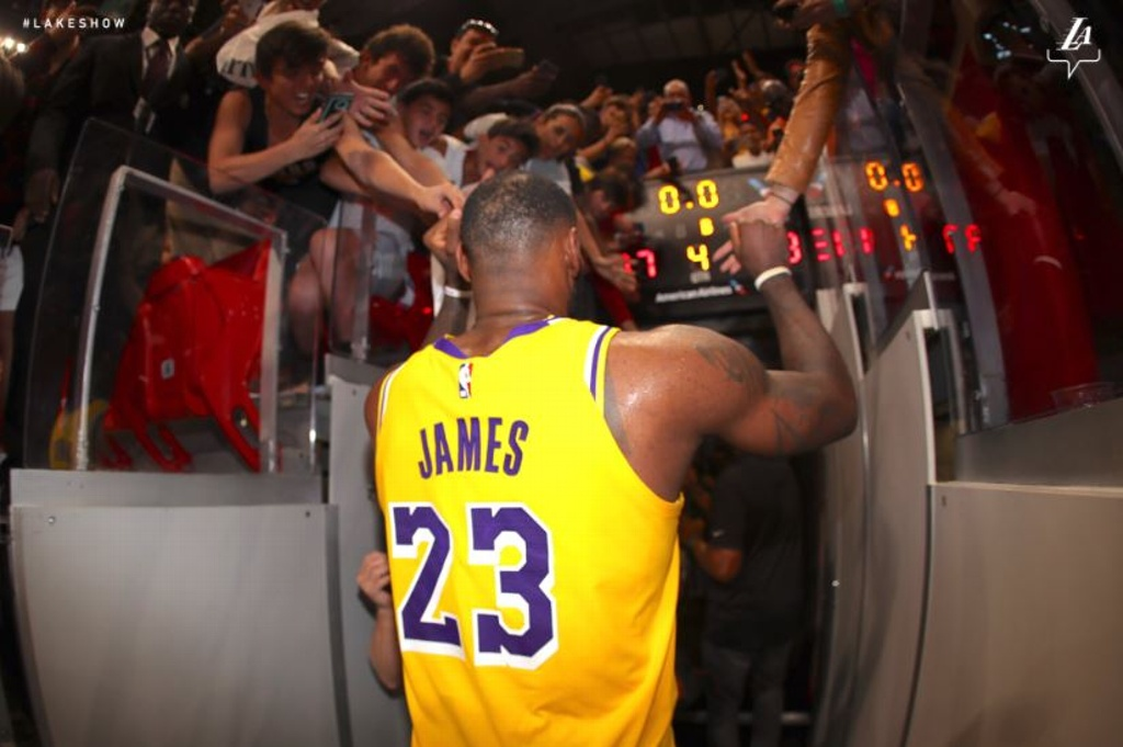 LeBron James sigue en la ruta de cifras espectaculares