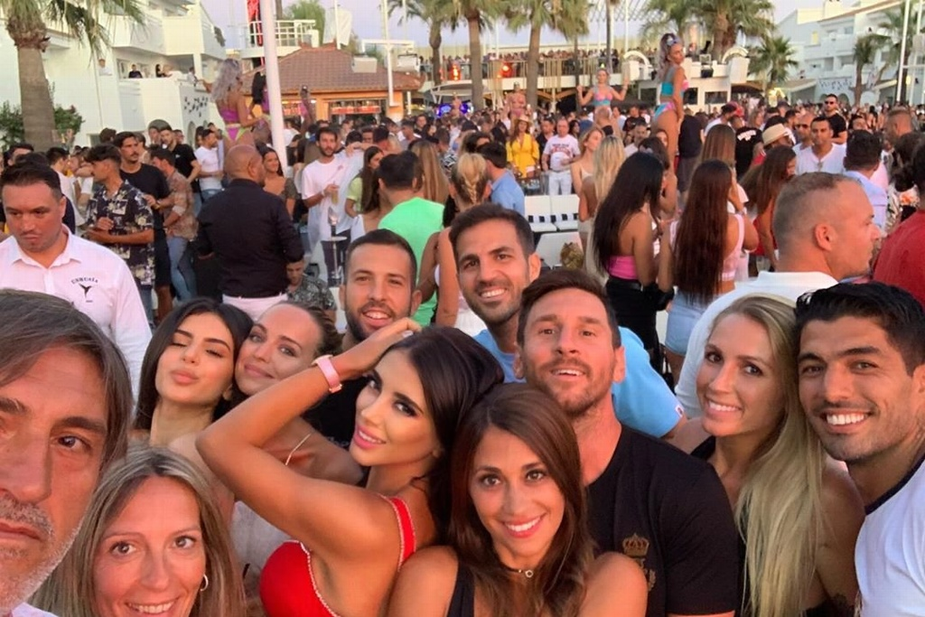 Intentan agredir a Messi durante vacaciones en Ibiza (VIDEO)