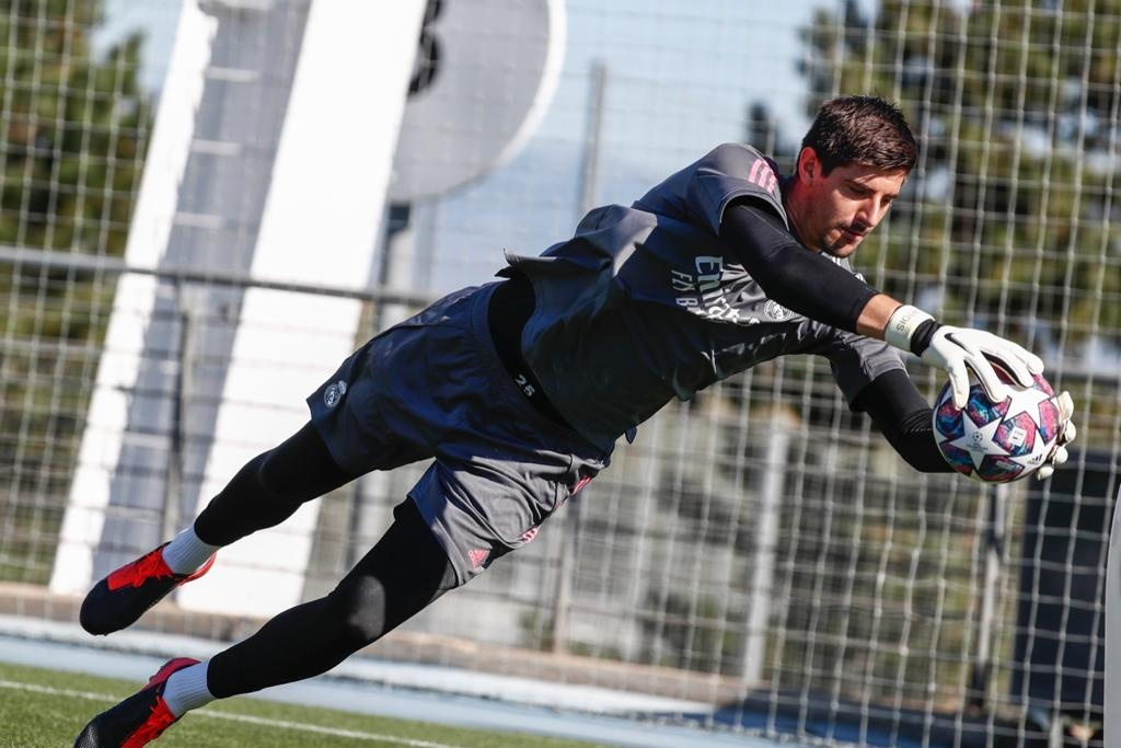 Courtois pide que no lo comparen con Casillas