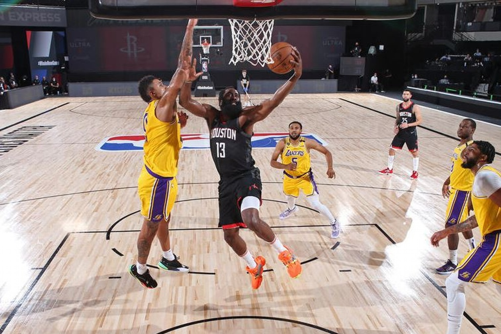 Rockets vence a los Lakers