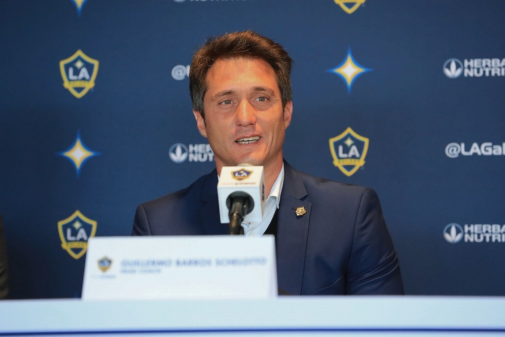 Galaxy despide a Barros Schelotto