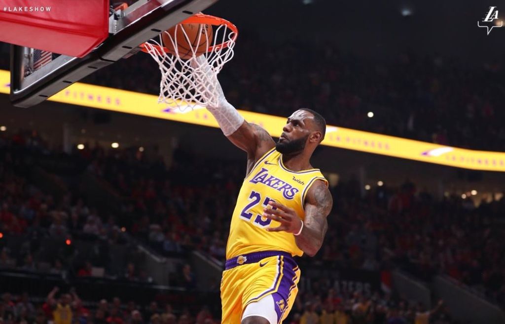 NBA: LeBron James y Lakers pierden en debut
