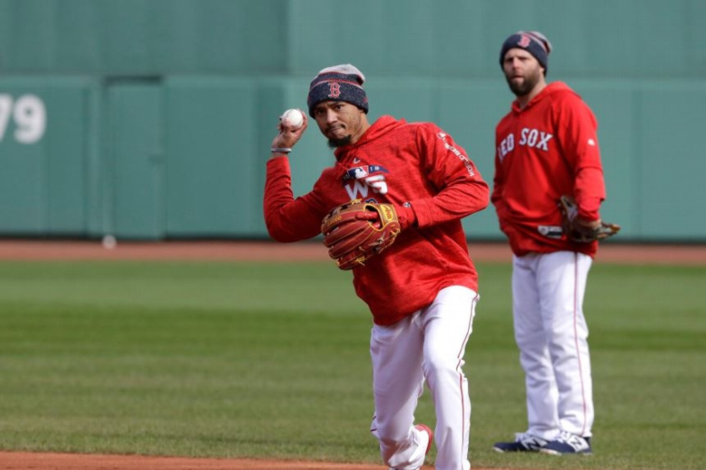 Mookie Betts jugaría en segunda base con los Red Sox