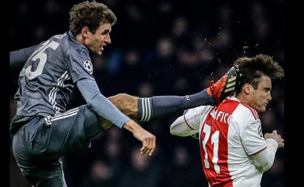 Brutal patada de Thomas Müller a jugador del Ajax (VIDEO)