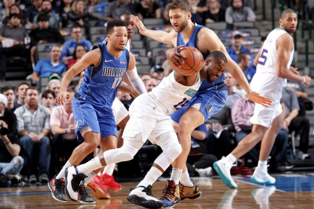 NBA: Mavericks barren a los Hornets