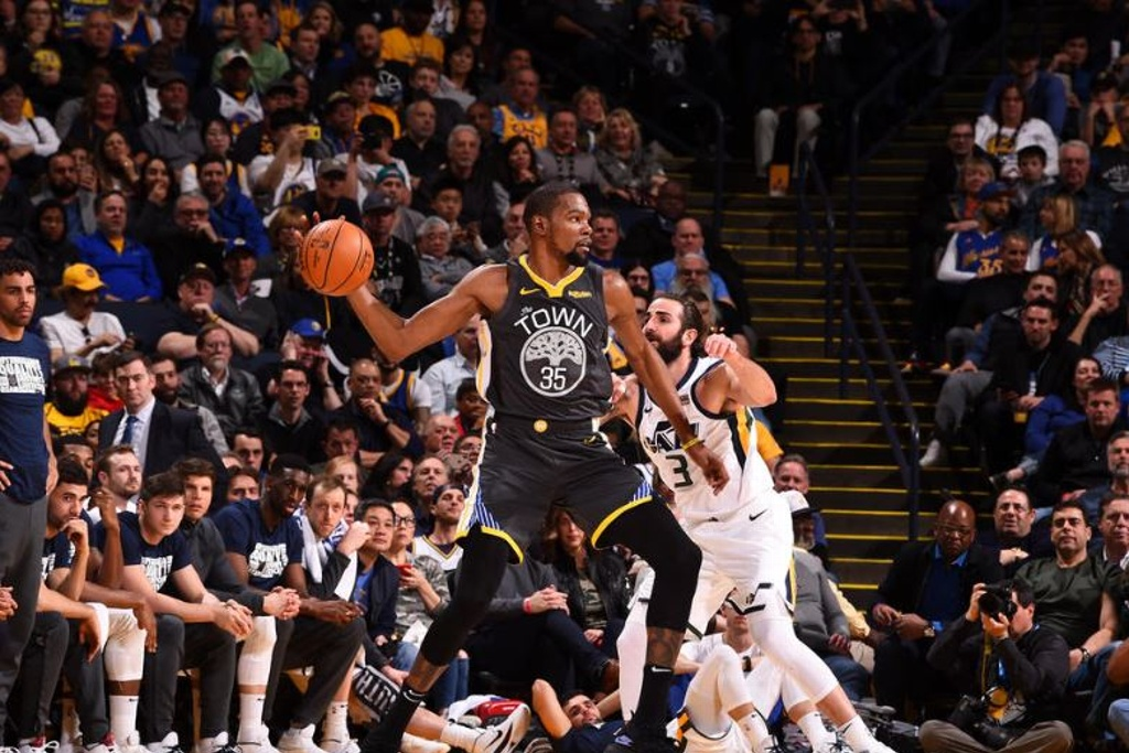 NBA: Warriors remontan y vencen a los Jazz