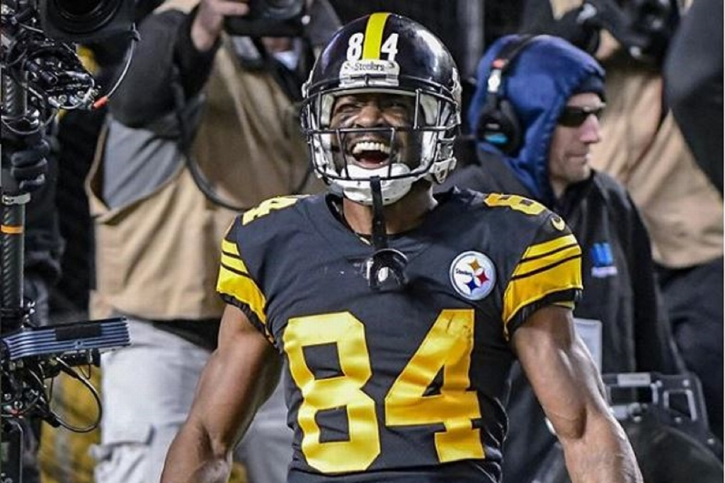 Acereros de Pittsburgh confirman partida del receptor Antonio Brown