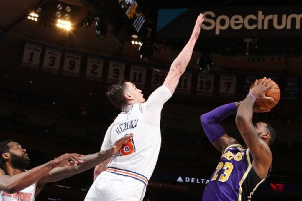 NBA: Detienen a LeBron y Lakers cae ante Knicks