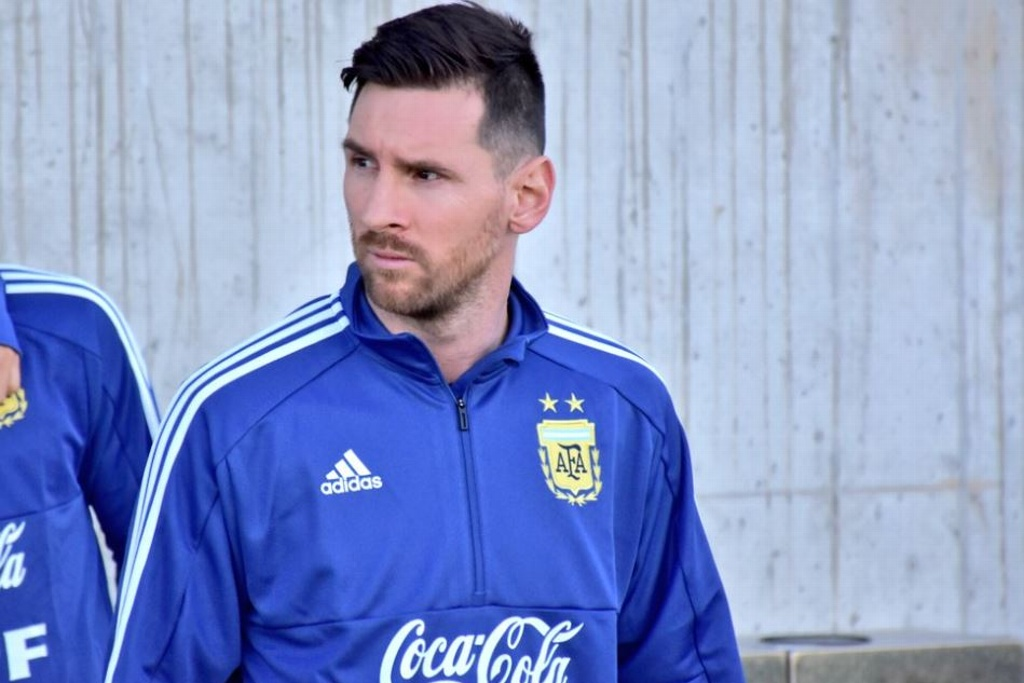 Messi presume nueva playera de Argentina (FOTO y VIDEO)