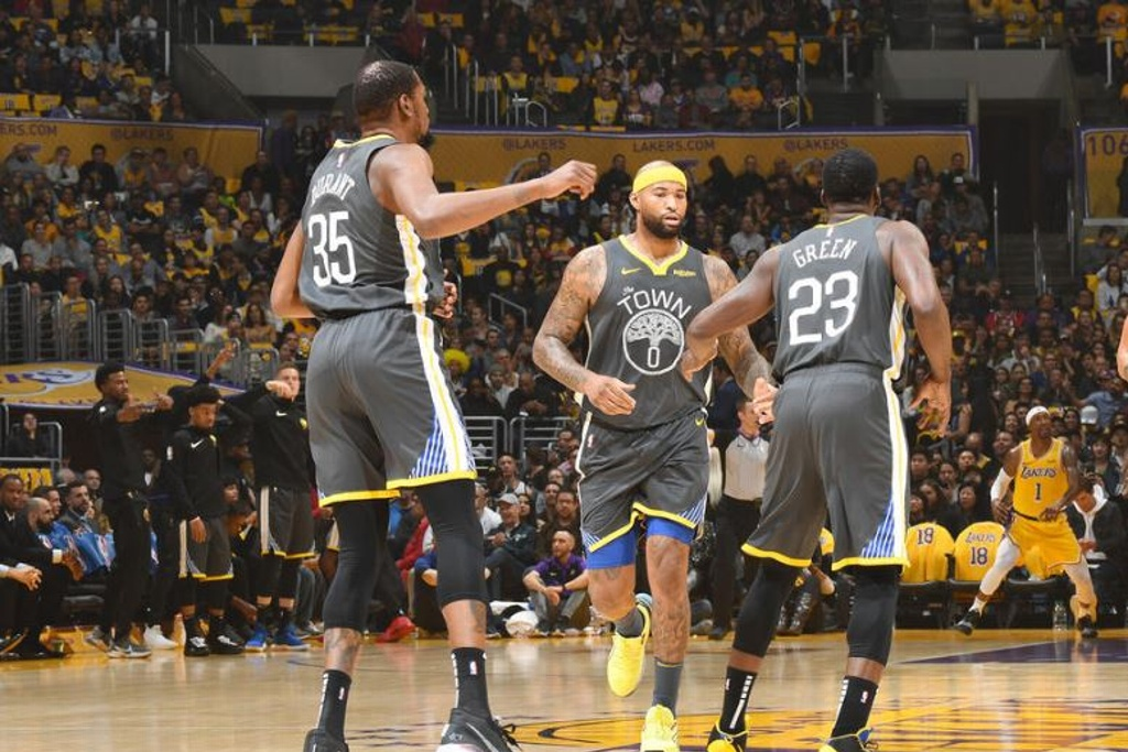 NBA: Warriors aplastan a los Lakers