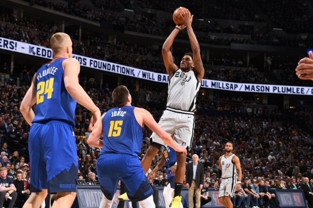 NBA: Spurs gana en comienzo de Playoffs