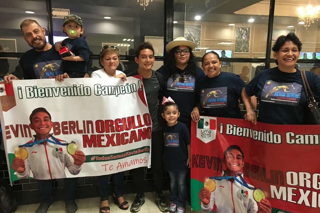 ¡Emotivo recibimiento a Kevin Berlín en Veracruz! (VIDEO Y FOTOS)