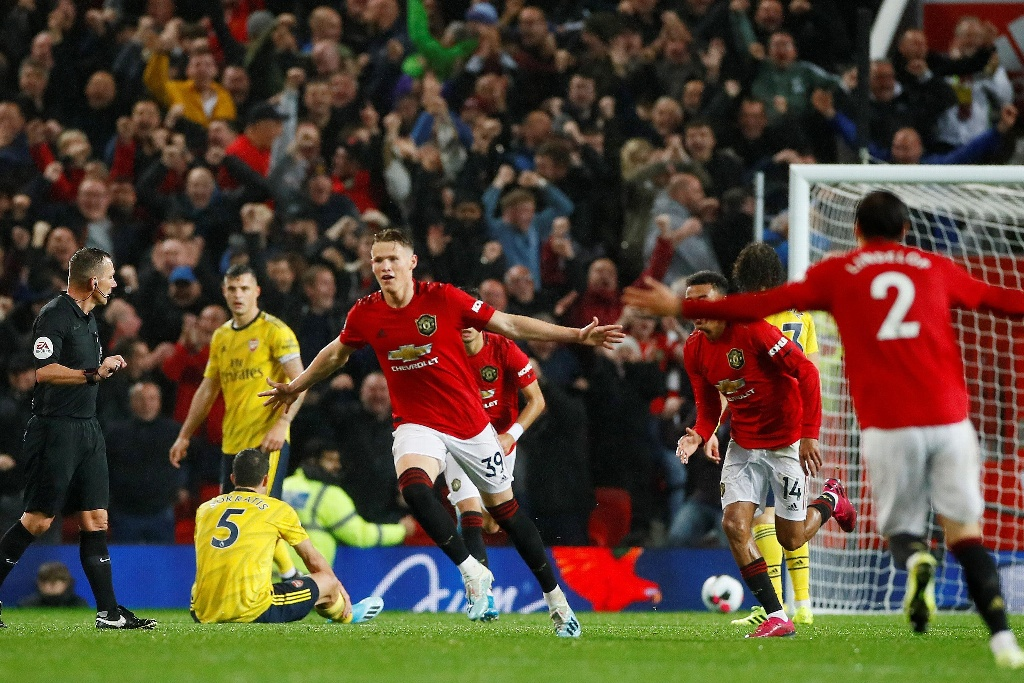 Manchester United y Arsenal dividen puntos en Premier League