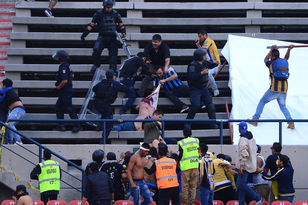 Se suspende el San Luis vs Querétaro por broncas en la tribuna (FOTOS y VIDEO)