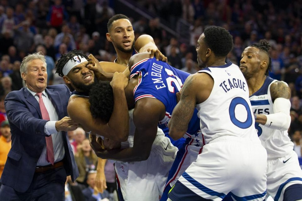 NBA suspende a Joel Embiid y Karl-Anthony Towns tras pelea