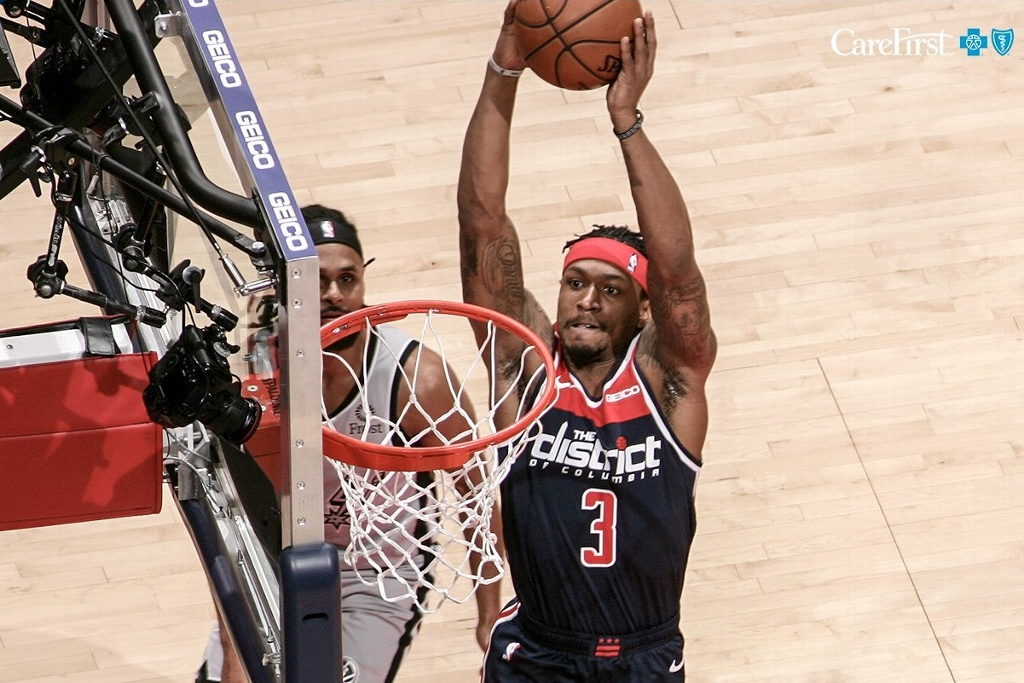Wizards de Washington remonta ante Spurs