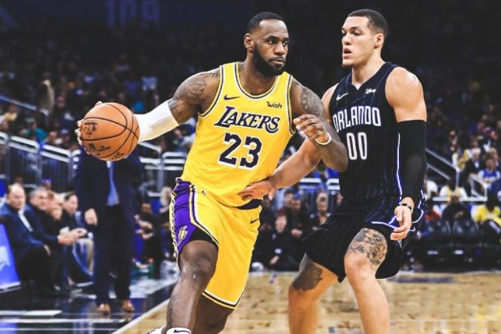 NBA: Lakers triunfan sobre el Magic