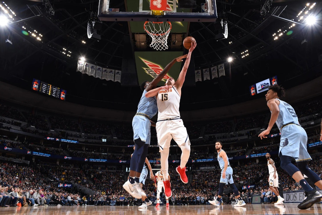 NBA: Nuggets gana con triple doble de Nikola Jokic