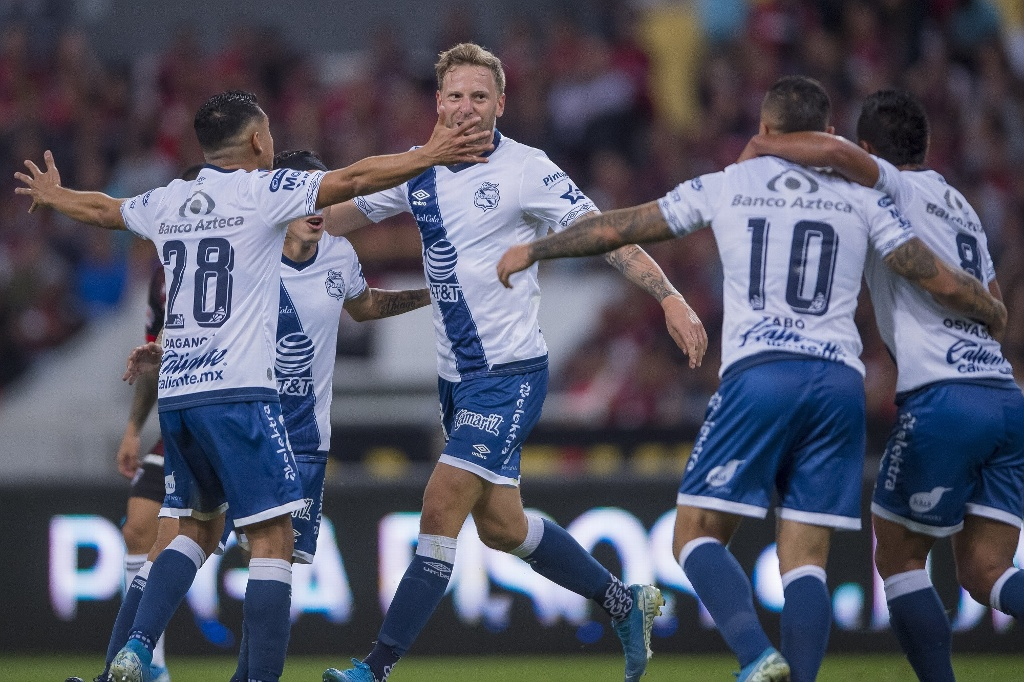 'Polaco' Menéndez anota 'curioso' gol en su debut con Puebla (VIDEO)