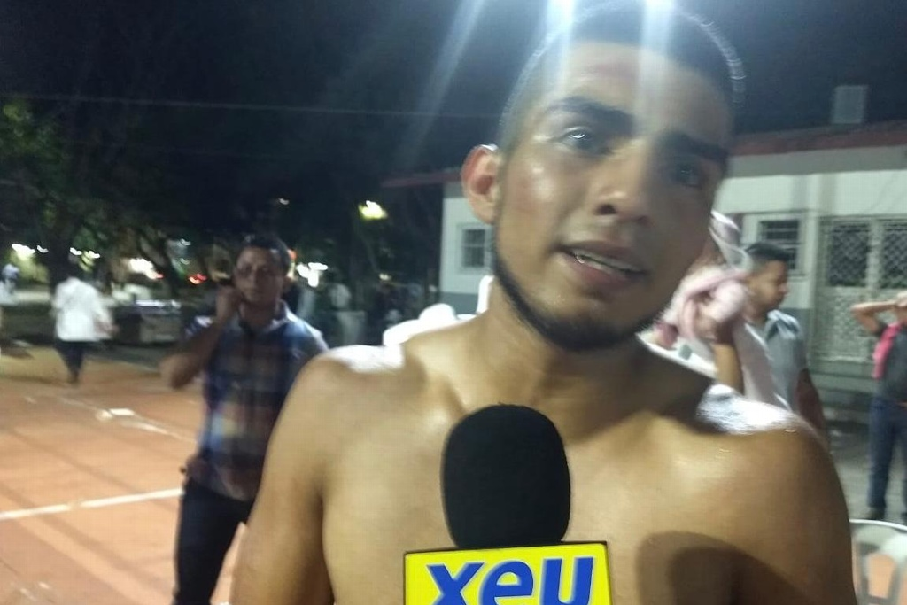 El 'Coyote' Vega sale con la mano en alto en el estreno de Diamond Boxing Promotions en Veracruz (VIDEO)