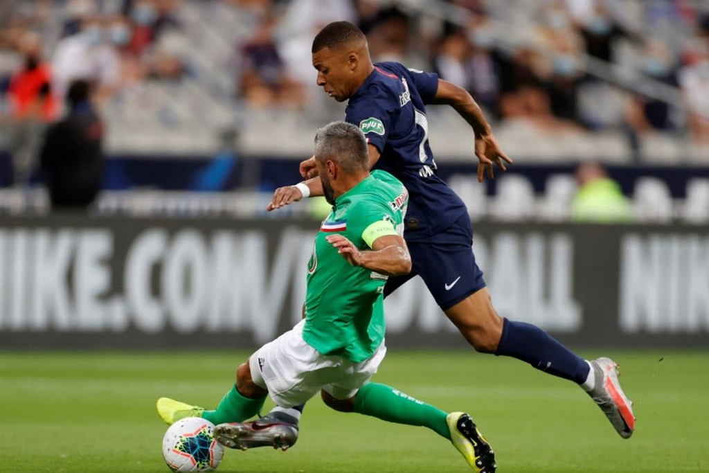 ¡Terrible entrada a Mbappé y salió lesionado! (VIDEO)