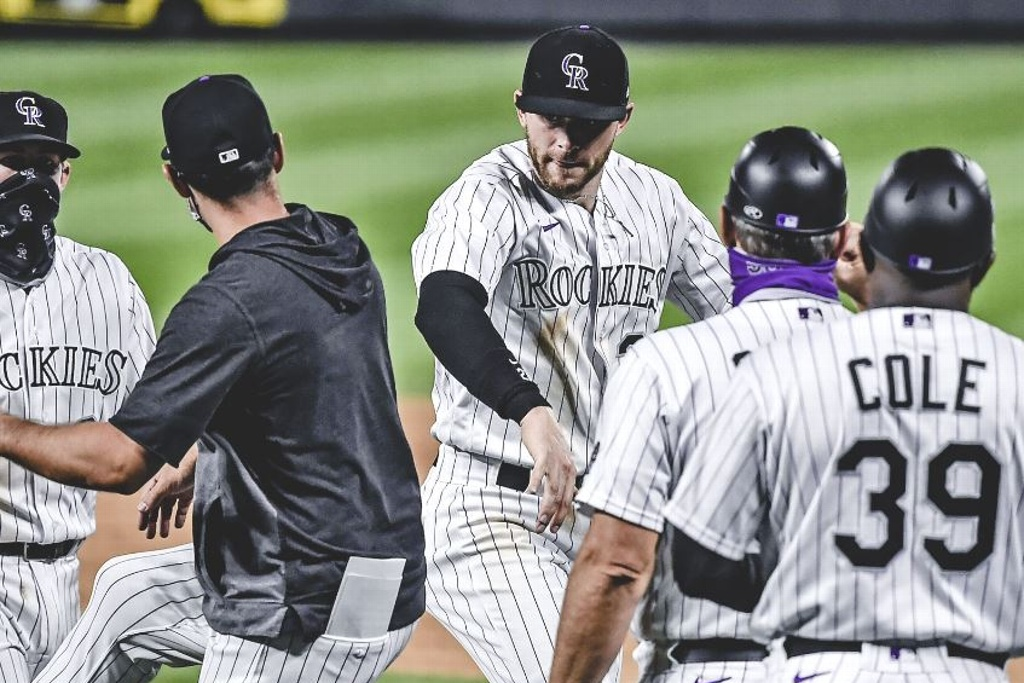 Rockies aguantan para vencer a los D-Backs