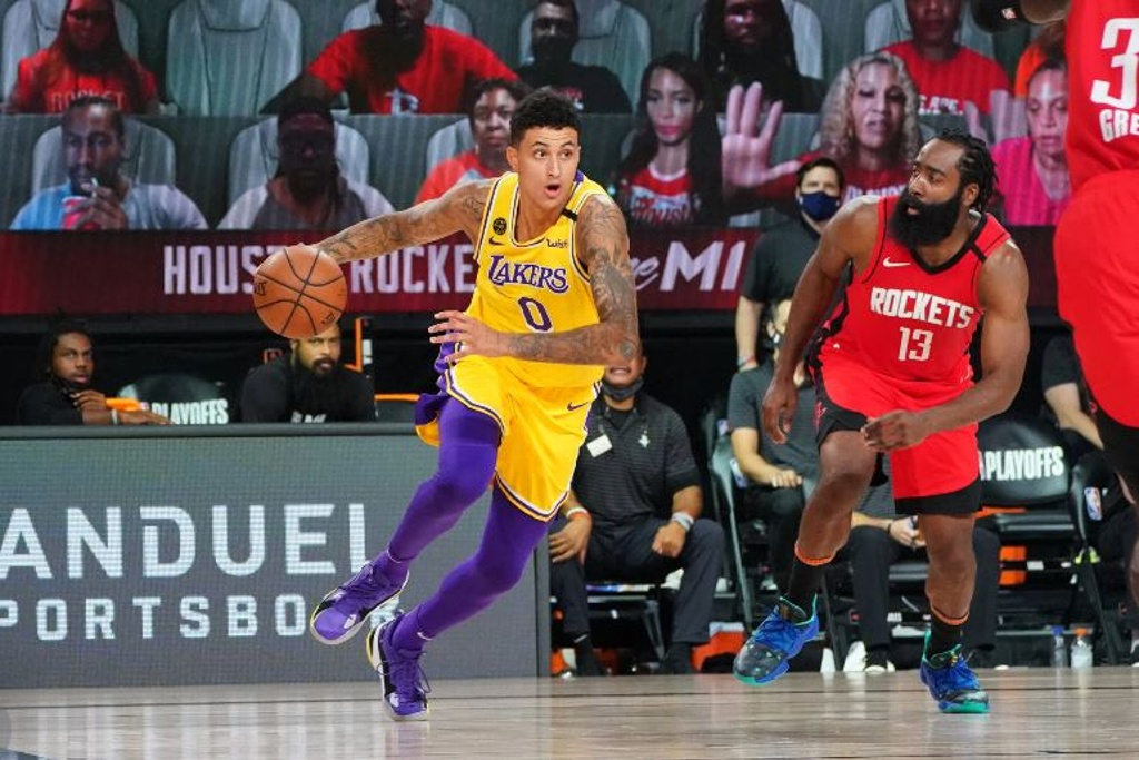NBA: Lakers vence a Rockets y se acerca a la final de conferencia