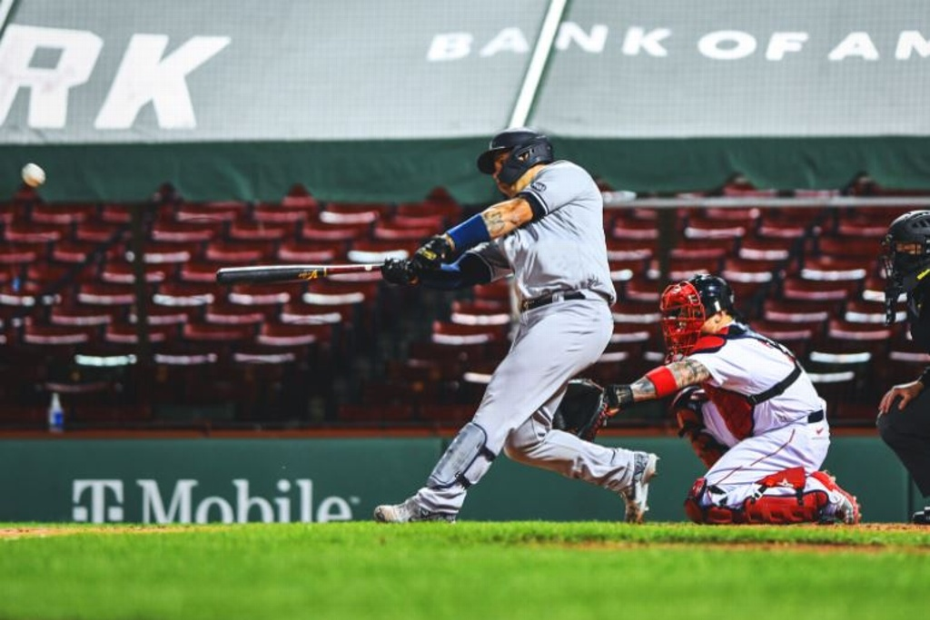 Yankees reaccionan para vencer a Boston