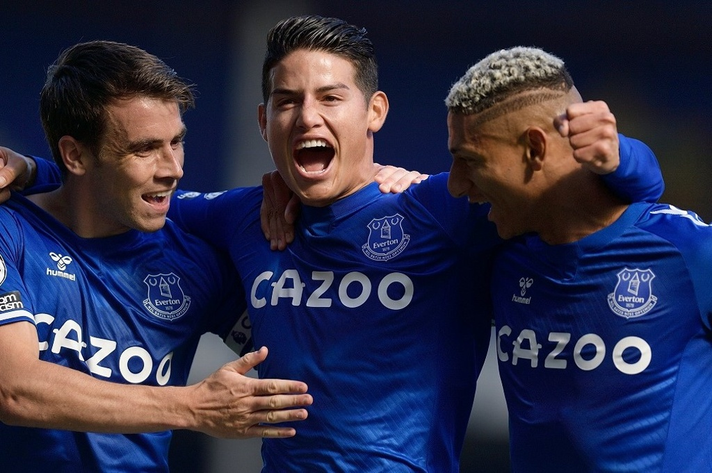 Everton golea y James brilla