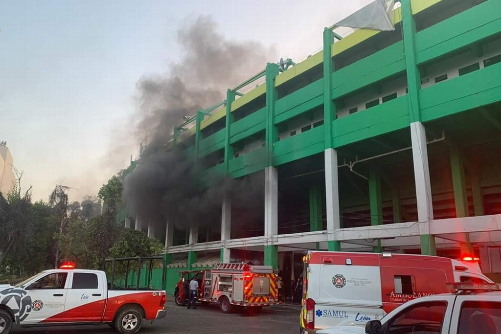 Se incendia el Estadio de León (VIDEO)
