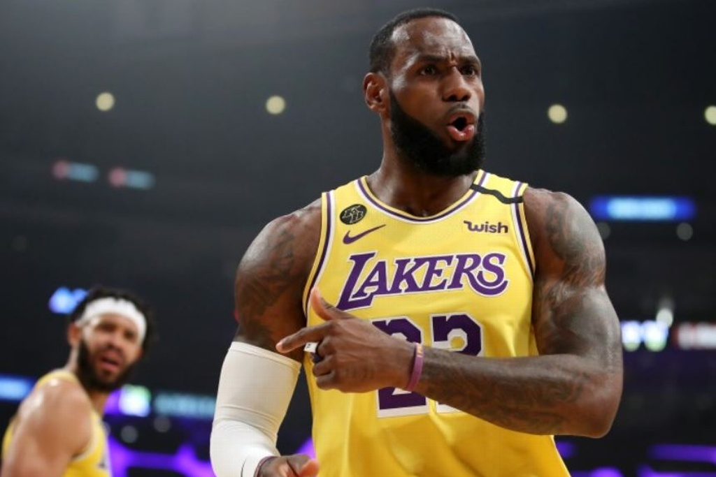 Trump se burla de LeBron James