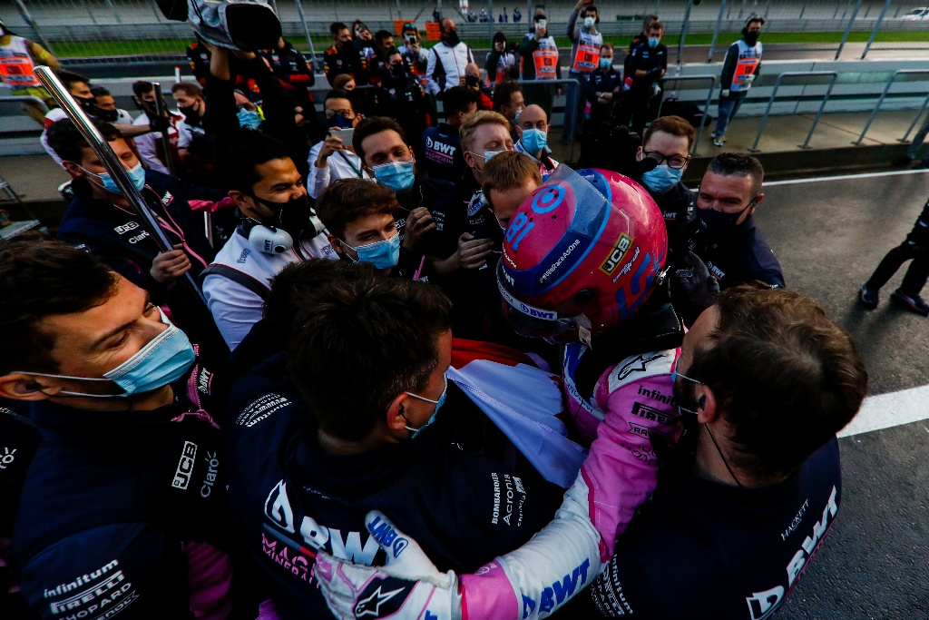 La celebración de Racing Point tras lo hecho por Stroll y 'Checo' (VIDEOS)