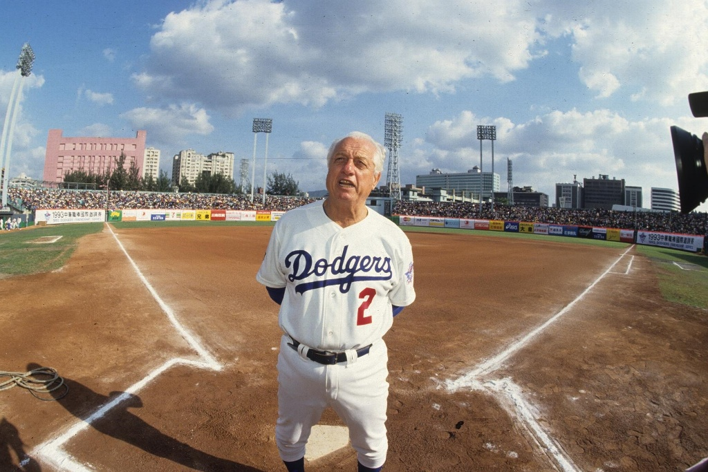 Hospitalizan a Tom Lasorda, exmanager de Dodgers