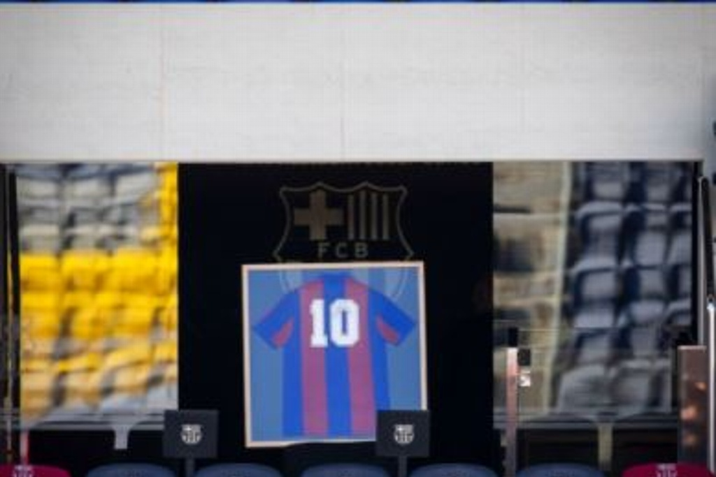 Barcelona rinde homenaje a Maradona (VIDEO)