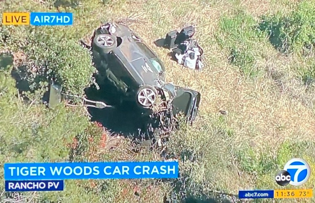 Hospitalizan a Tiger Woods tras accidente automovilístico (VIDEO)