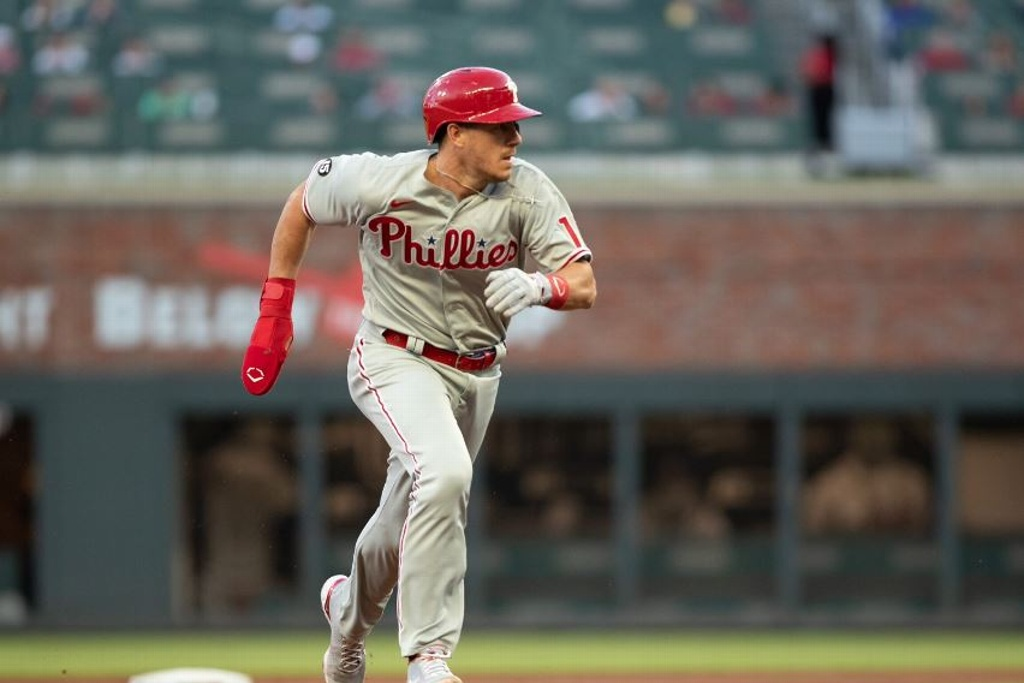 Phillies ganan de manera apretada en el plato (VIDEO)