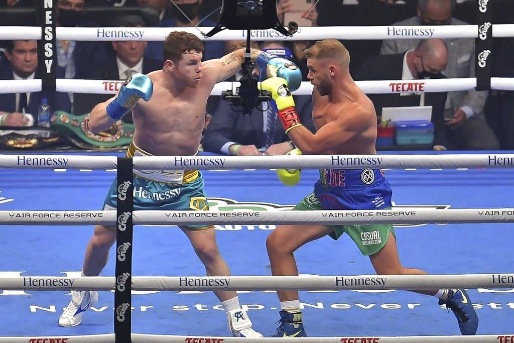 'Canelo' Álvarez vence a Billy Joe Saunders