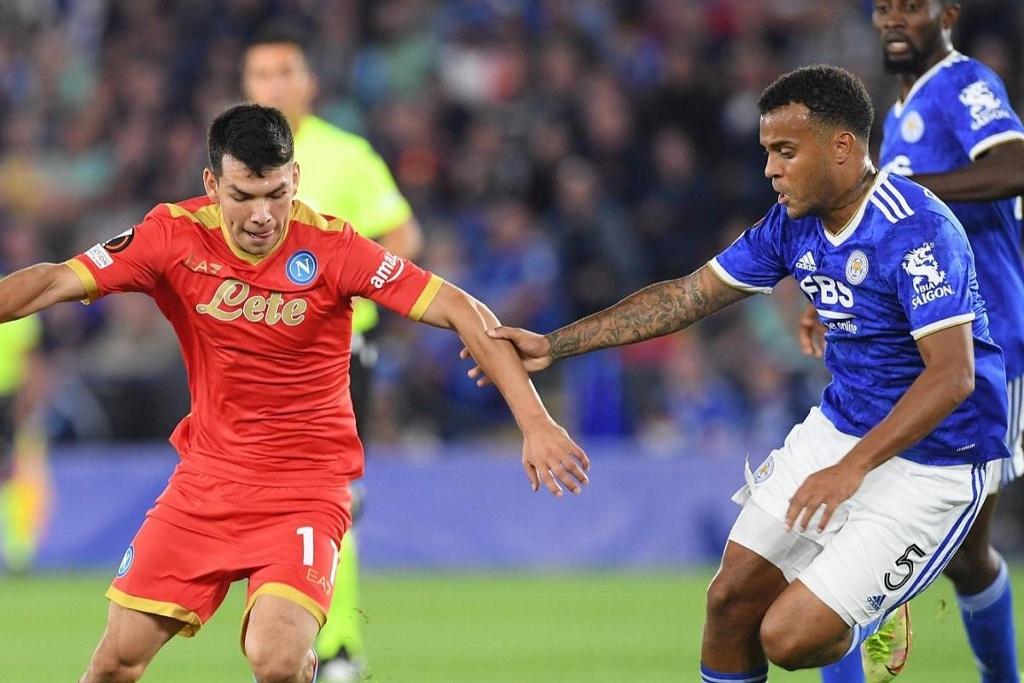 'Chucky' Lozano y Napoli rescatan el empate en Inglaterra